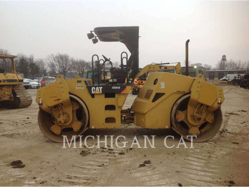 CATERPILLAR VIBRATORY DOUBLE DRUM ASPHALT CB-564D equipment  photo 9