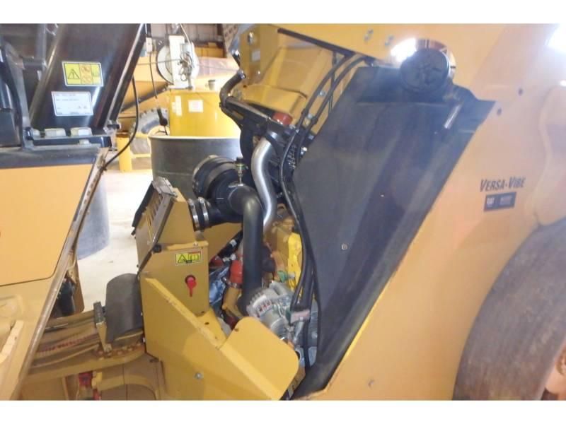 CATERPILLAR TAMBOR DOBLE VIBRATORIO ASFALTO CB64 equipment  photo 9