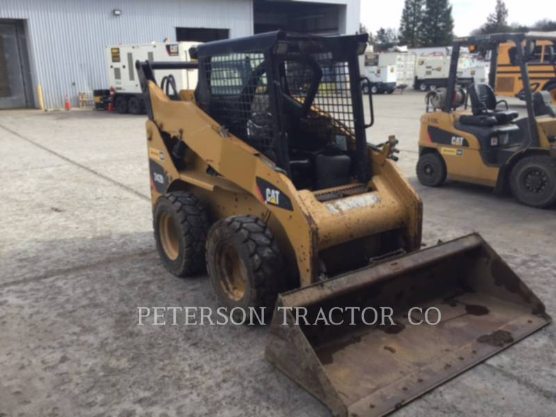 CATERPILLAR MINICARGADORAS 242B equipment  photo 6