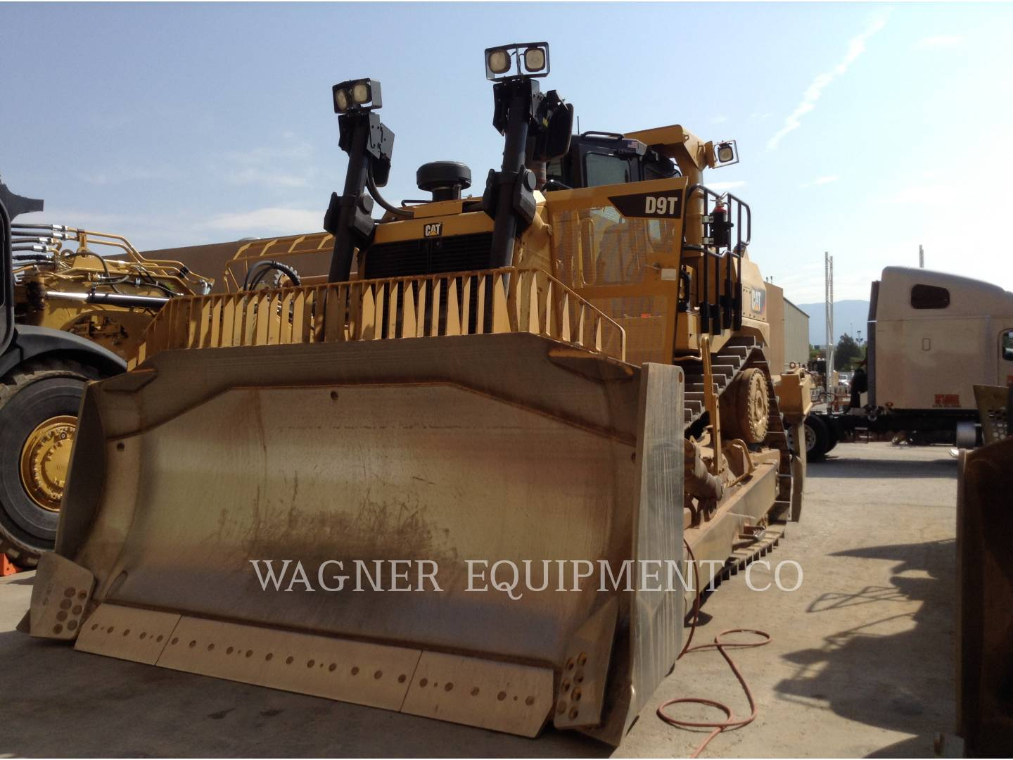Detail photo of 2015 Caterpillar D9T from Construction Equipment Guide