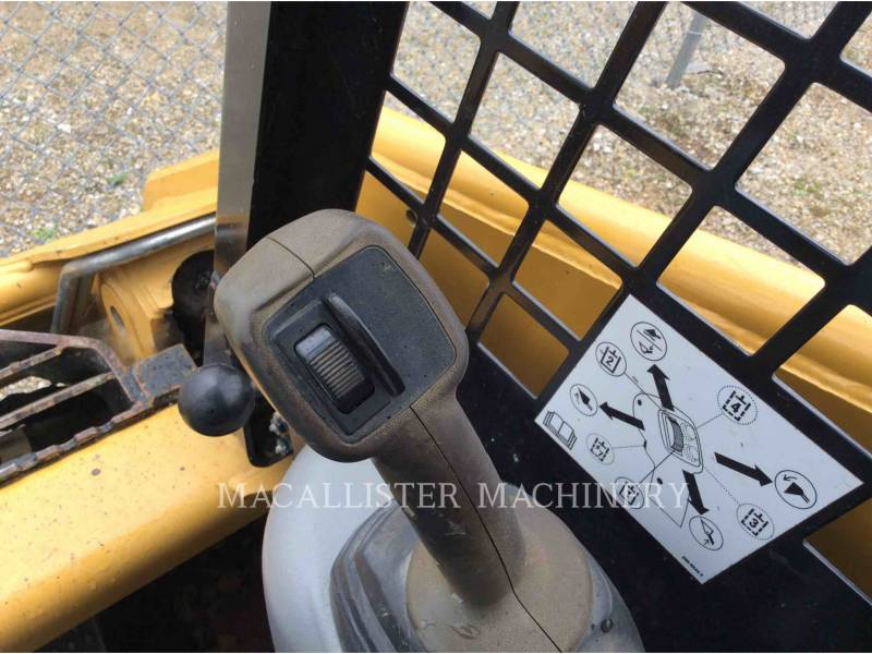 CATERPILLAR CHARGEURS TOUT TERRAIN 247B equipment  photo 16