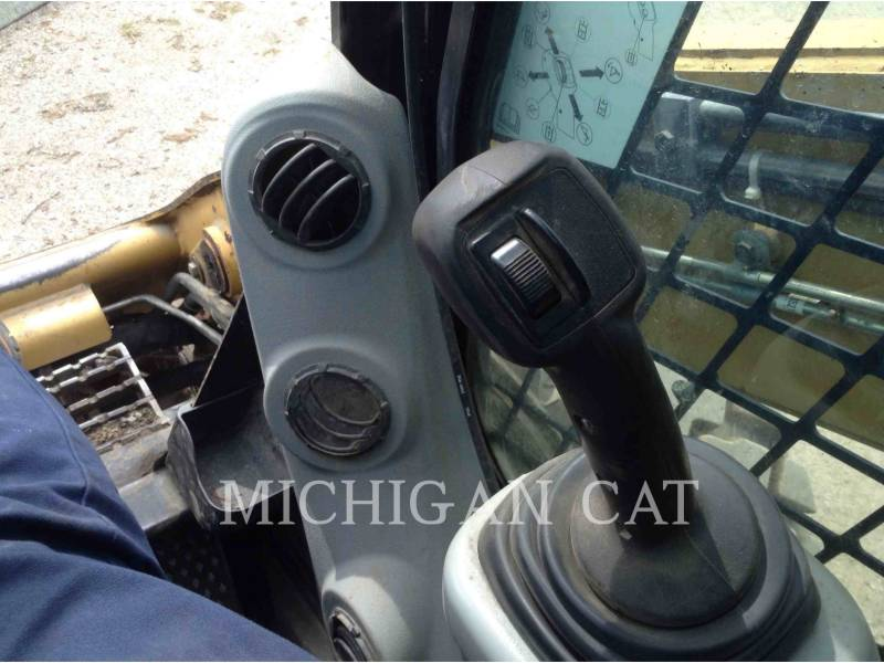 CATERPILLAR SKID STEER LOADERS 272C AQ equipment  photo 11