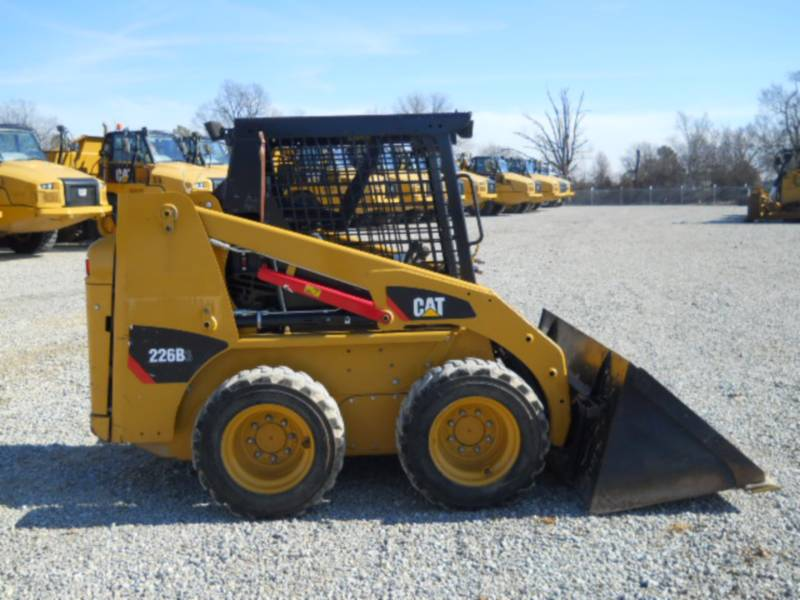 CATERPILLAR CHARGEURS COMPACTS RIGIDES 226B3 equipment  photo 6