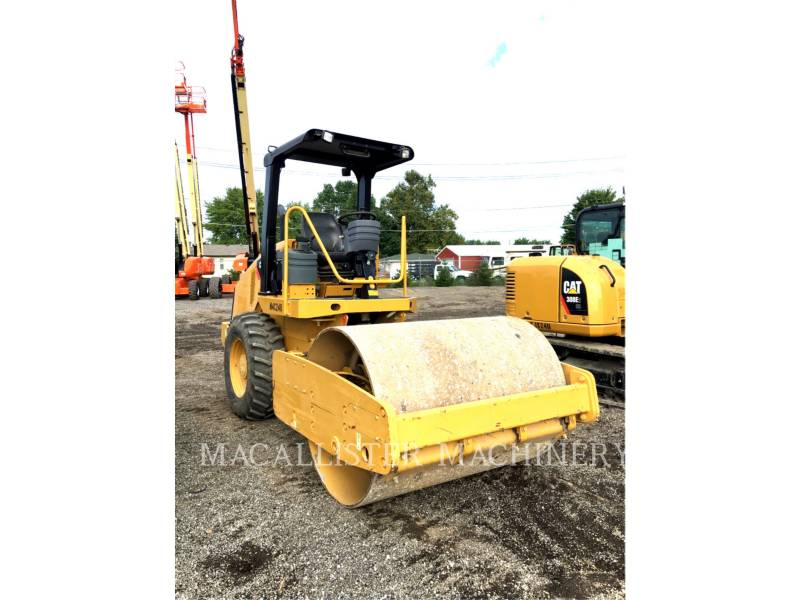 CATERPILLAR COMPACTEUR VIBRANT, MONOCYLINDRE LISSE CS44 equipment  photo 1