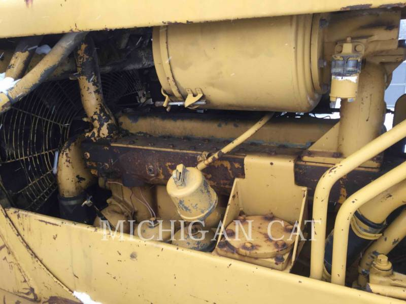 CATERPILLAR KETTENDOZER D6C equipment  photo 8