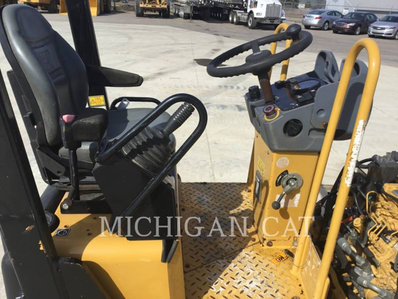 CATERPILLAR COMPACTEURS TANDEMS VIBRANTS CB24 equipment  photo 17