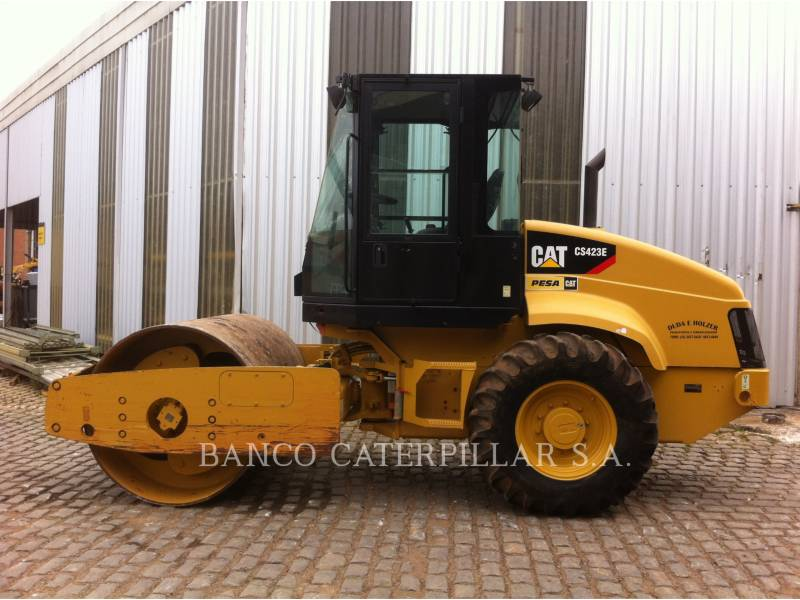 CATERPILLAR COMPACTEUR VIBRANT, MONOCYLINDRE LISSE CS-423E equipment  photo 5