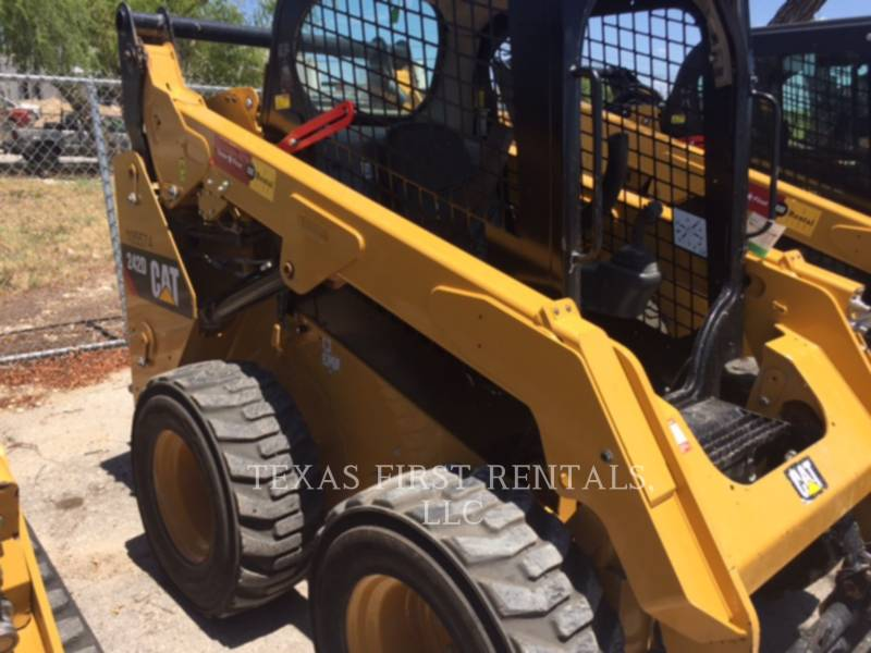 CATERPILLAR CHARGEURS COMPACTS RIGIDES 242 D equipment  photo 2