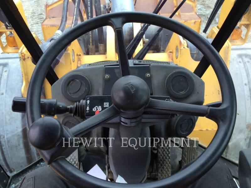 JOHN DEERE WHEEL LOADERS/INTEGRATED TOOLCARRIERS 824K equipment  photo 10