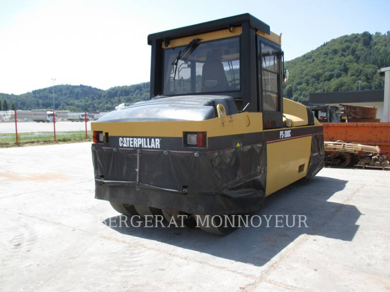 CATERPILLAR GUMMIRADWALZEN PS-300C equipment  photo 2