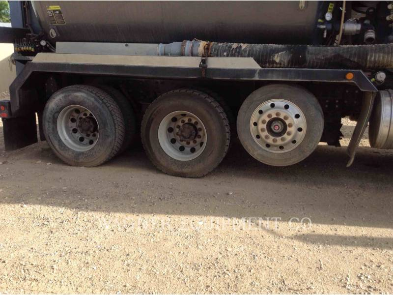 CATERPILLAR CAMIONS ROUTIERS CT660L equipment  photo 18