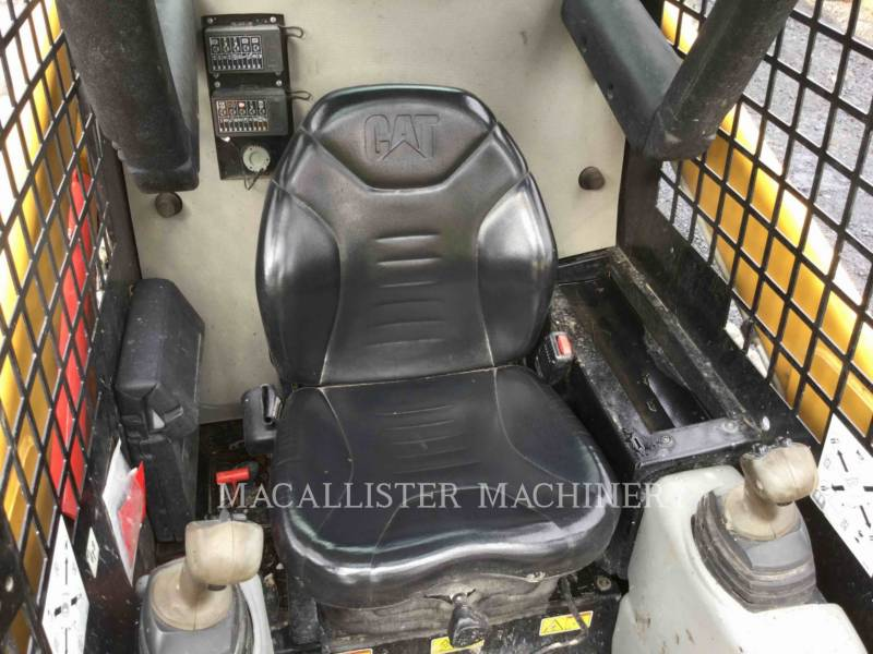 CATERPILLAR MINICARGADORAS 226B equipment  photo 12