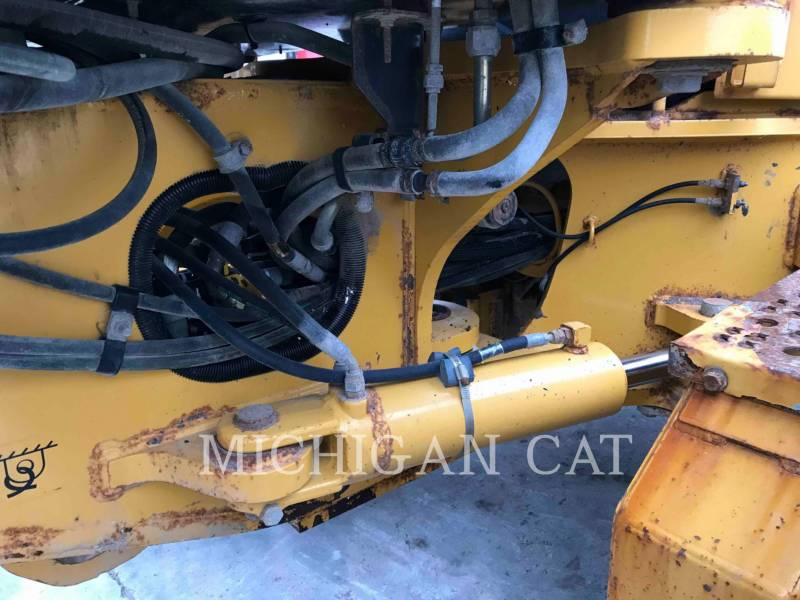 JOHN DEERE MOTOR GRADERS 772G equipment  photo 19