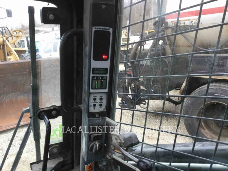 NEW HOLLAND LTD. CHARGEURS COMPACTS RIGIDES L225 equipment  photo 22