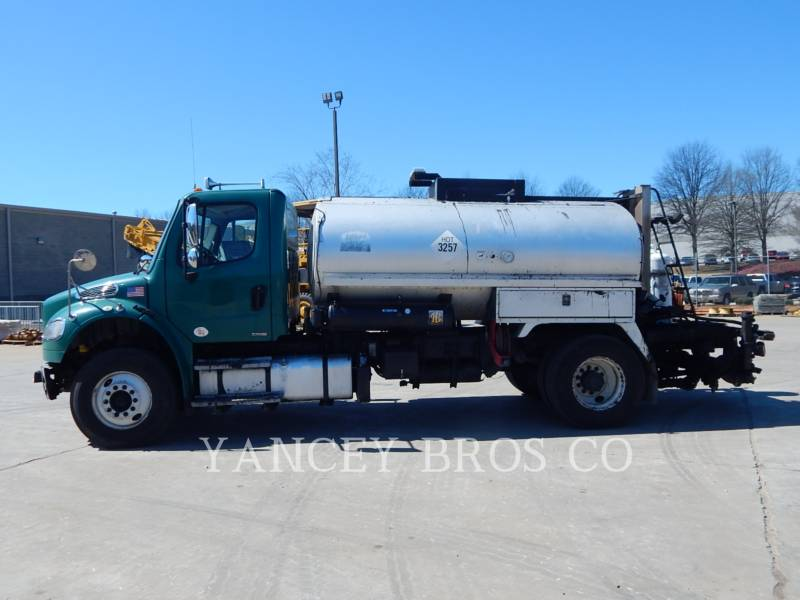 FREIGHTLINER CAMIONS ROUTIERS M2106 equipment  photo 4