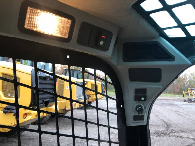 CATERPILLAR SKID STEER LOADERS 242D equipment  photo 21