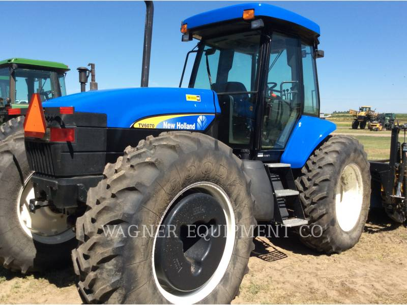 NEW HOLLAND LTD. TRATORES AGRÍCOLAS TV6070 equipment  photo 1