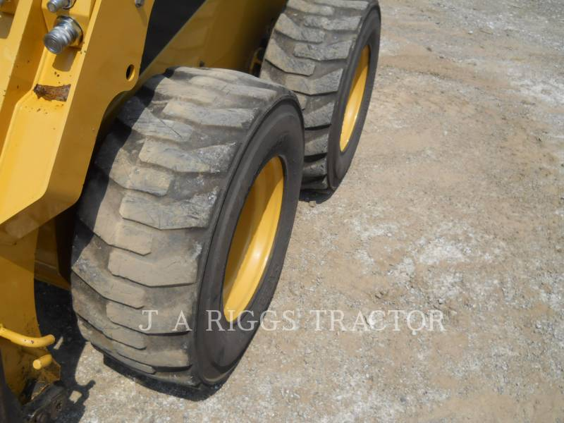 CATERPILLAR PALE COMPATTE SKID STEER 242D A equipment  photo 12