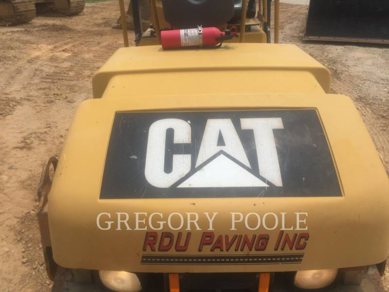 CATERPILLAR VIBRATORY DOUBLE DRUM ASPHALT CB-224E equipment  photo 11