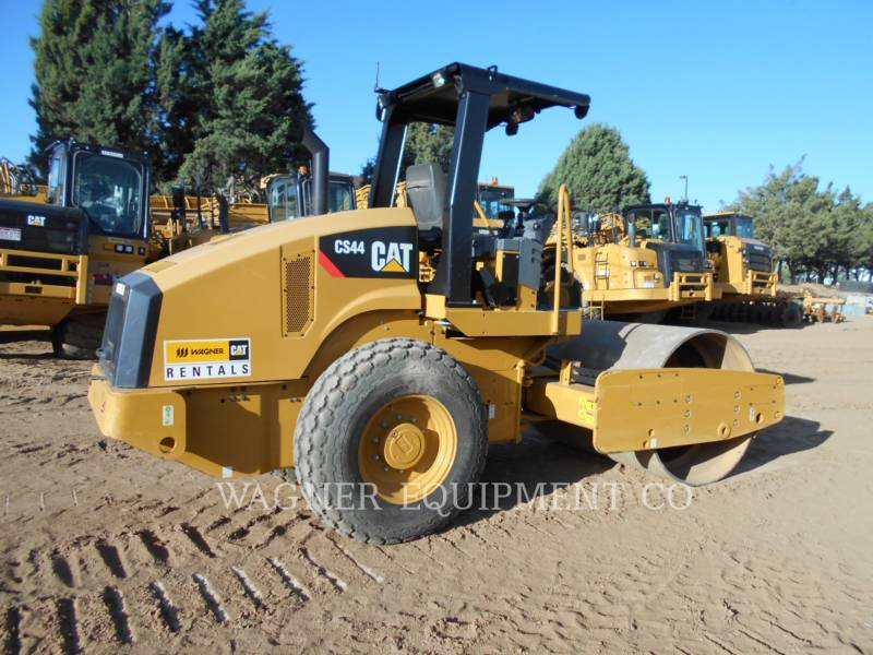 CATERPILLAR COMPACTEURS CS44 equipment  photo 4