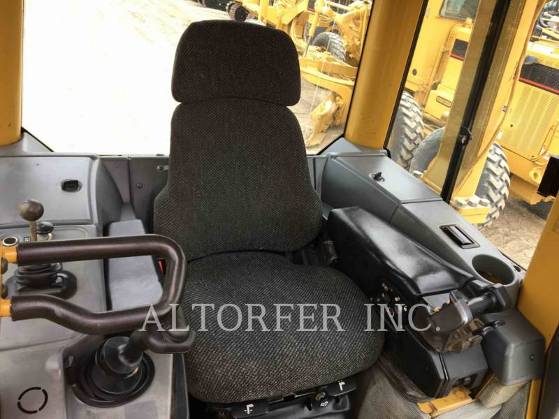 CATERPILLAR TRACTEURS SUR CHAINES D5N LGP equipment  photo 8