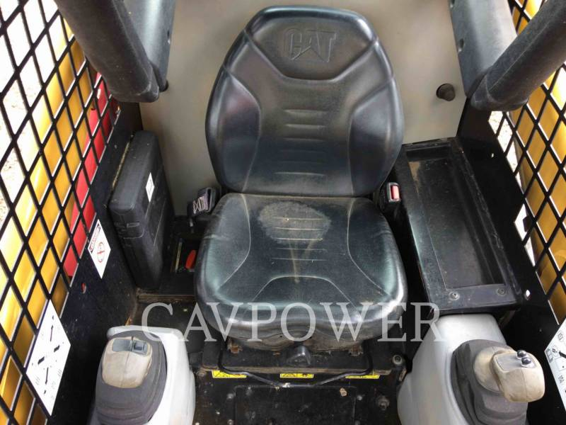 CATERPILLAR SKID STEER LOADERS 216B2 equipment  photo 9