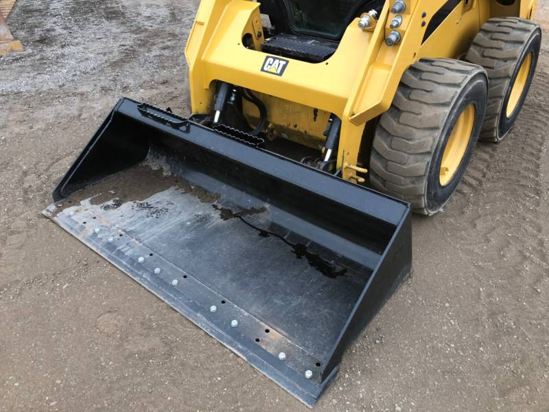 CATERPILLAR CHARGEURS COMPACTS RIGIDES 242D equipment  photo 17