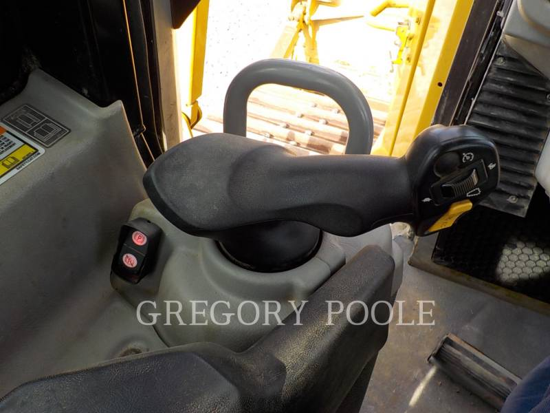 CATERPILLAR TRACTORES DE CADENAS D6T equipment  photo 22