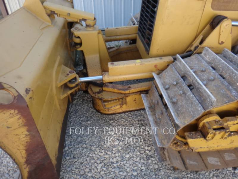 CATERPILLAR TRACK TYPE TRACTORS D5GXL equipment  photo 16