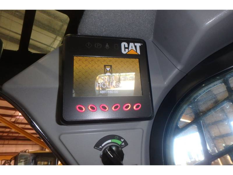 CATERPILLAR CHARGEURS COMPACTS RIGIDES 246D equipment  photo 8