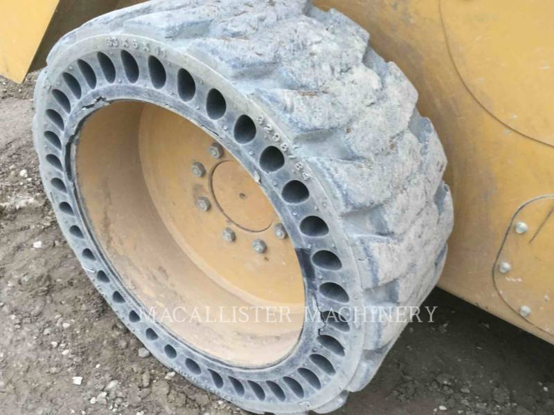 CATERPILLAR CHARGEURS COMPACTS RIGIDES 242D equipment  photo 24