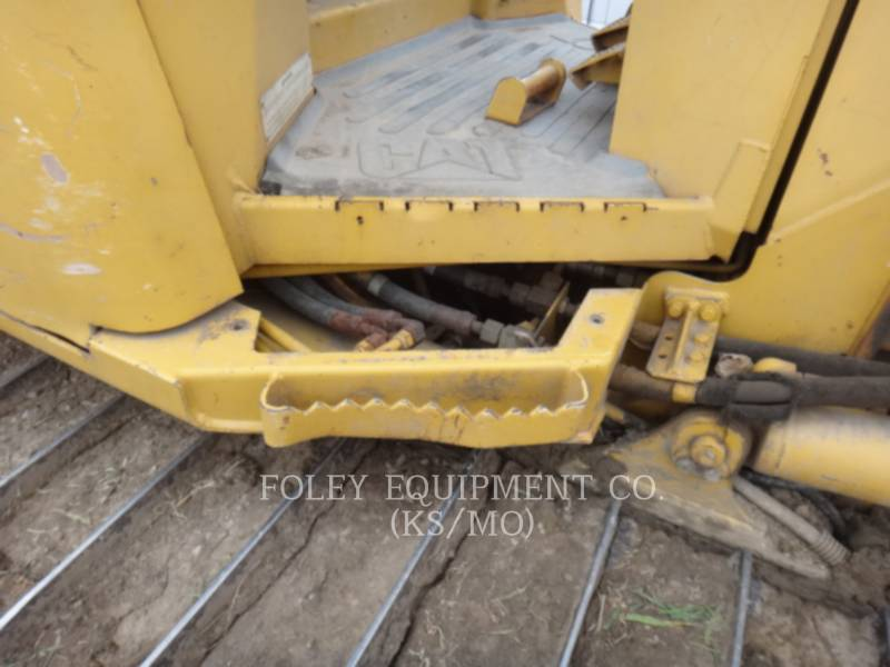 CATERPILLAR TRACK TYPE TRACTORS D5G equipment  photo 16