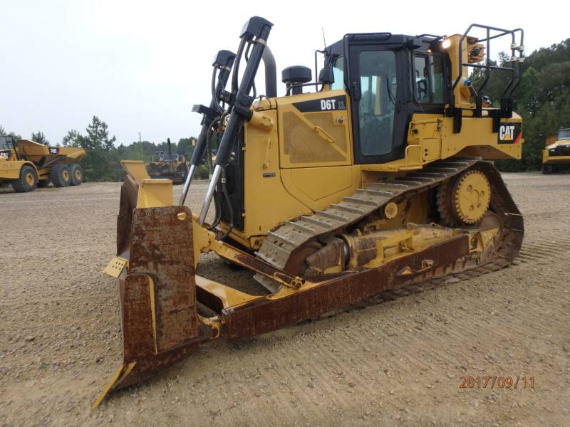 CATERPILLAR ブルドーザ D6T equipment  photo 1