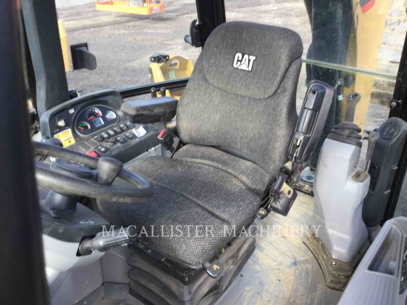 CATERPILLAR 挖掘装载机 420FST equipment  photo 15