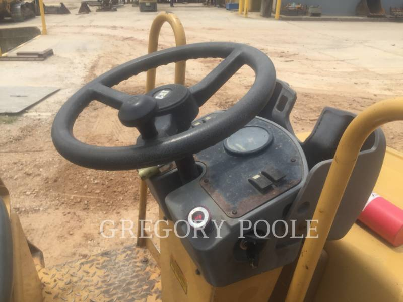 CATERPILLAR VIBRATORY DOUBLE DRUM ASPHALT CB-224E equipment  photo 21