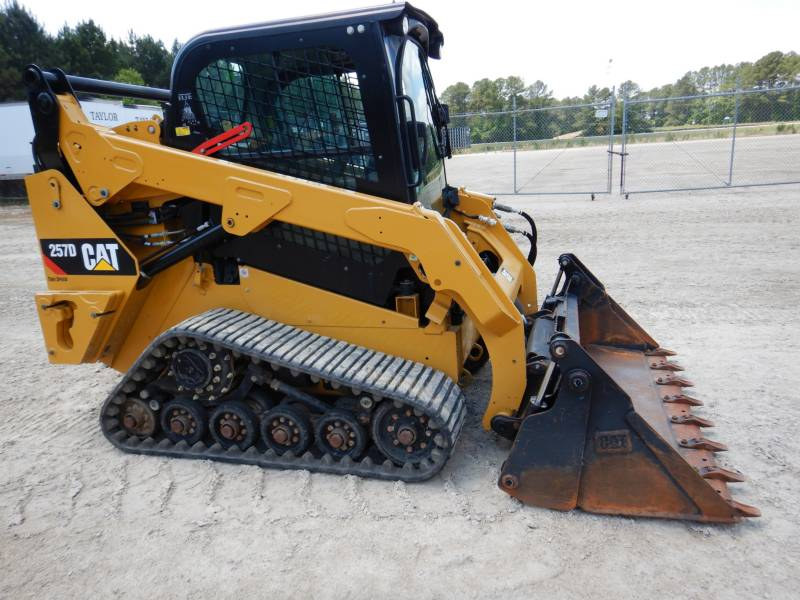 CATERPILLAR MULTI TERRAIN LOADERS 257 D equipment  photo 2