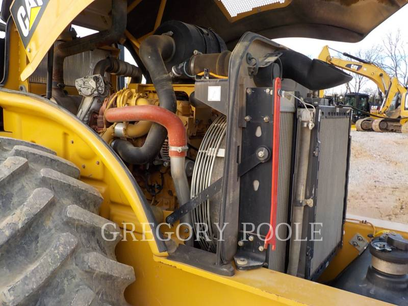 CATERPILLAR COMPACTEUR VIBRANT, MONOCYLINDRE À PIEDS DAMEURS CP-56B equipment  photo 21