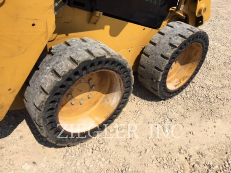 CATERPILLAR PALE COMPATTE SKID STEER 226DS equipment  photo 5