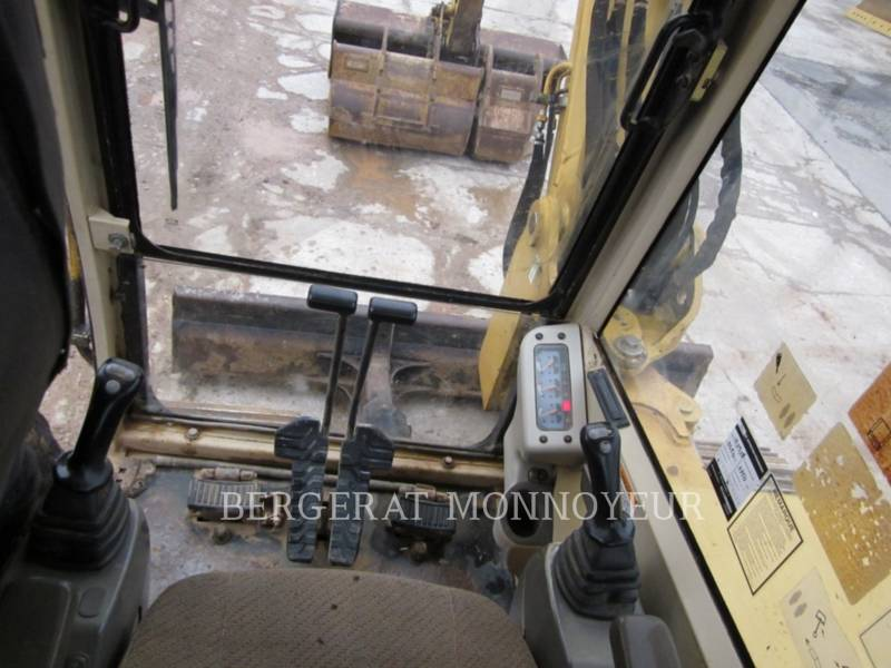 CATERPILLAR TRACK EXCAVATORS 307B equipment  photo 10