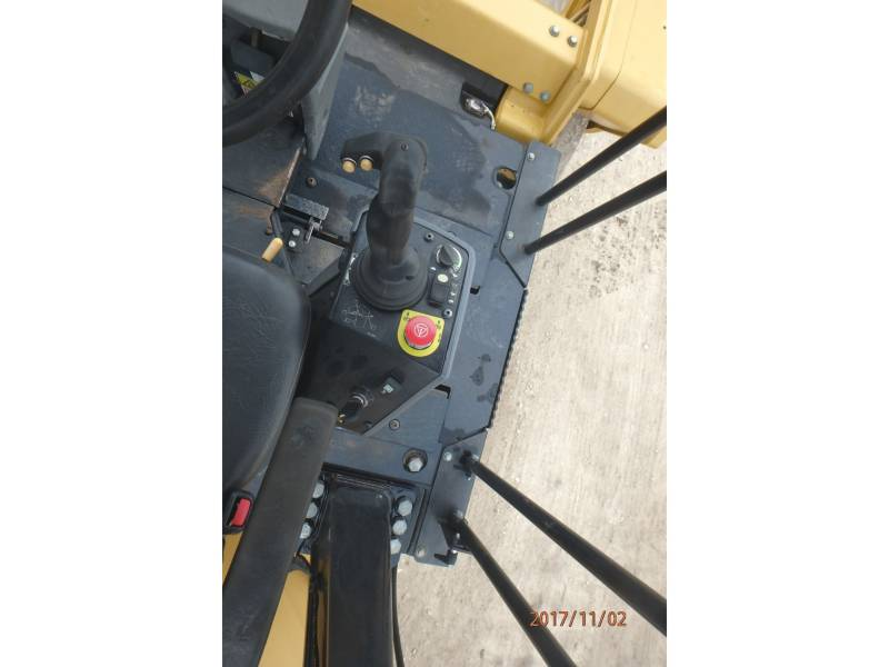 CATERPILLAR TANDEMVIBRATIONSWALZE, ASPHALT CB64 equipment  photo 10