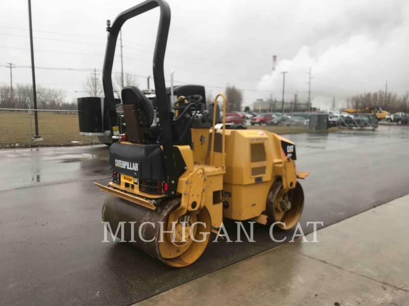 CATERPILLAR TAMBOR DOBLE VIBRATORIO ASFALTO CB24 equipment  photo 3