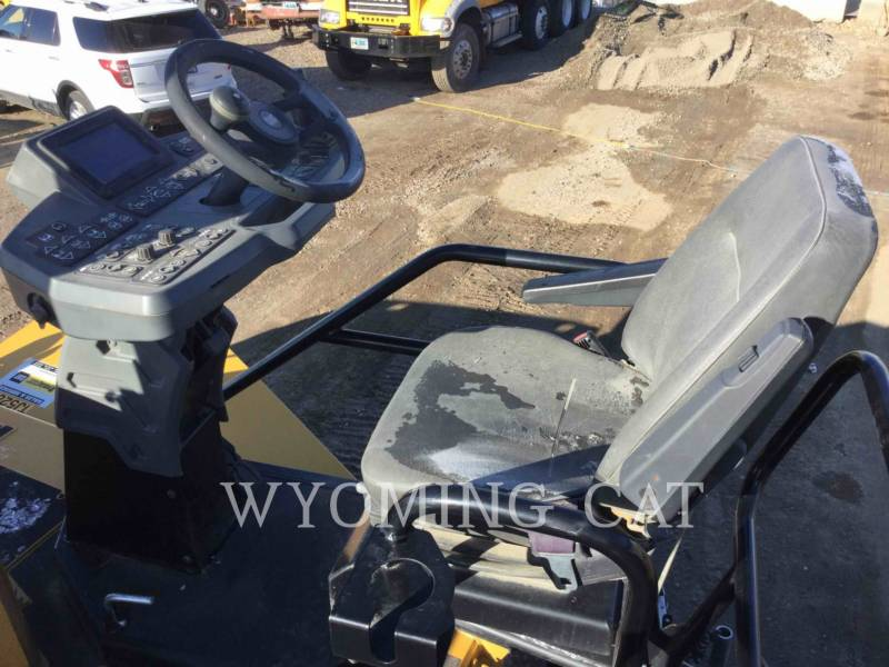 CATERPILLAR ASPHALT PAVERS AP1055F equipment  photo 19
