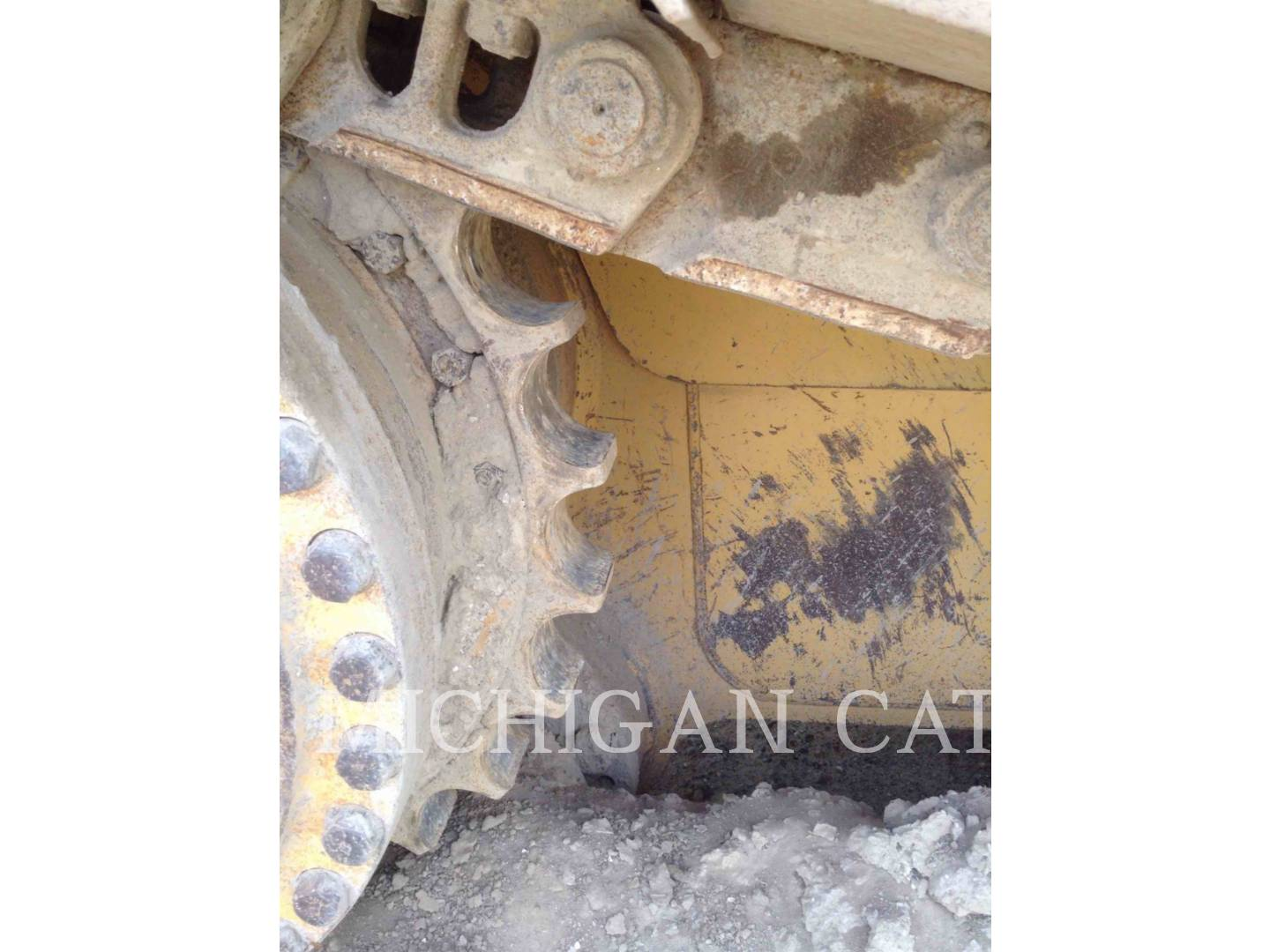 Detail photo of 1997 Caterpillar D6R from Construction Equipment Guide