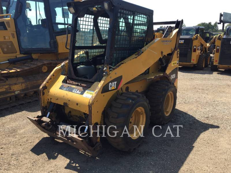 CATERPILLAR SKID STEER LOADERS 242B3 A2Q equipment  photo 2