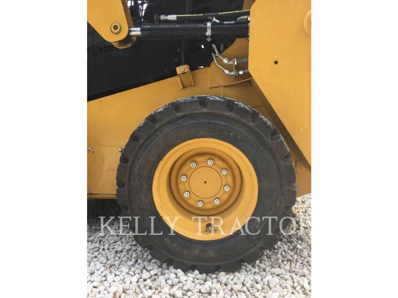 CATERPILLAR SKID STEER LOADERS 226D equipment  photo 11