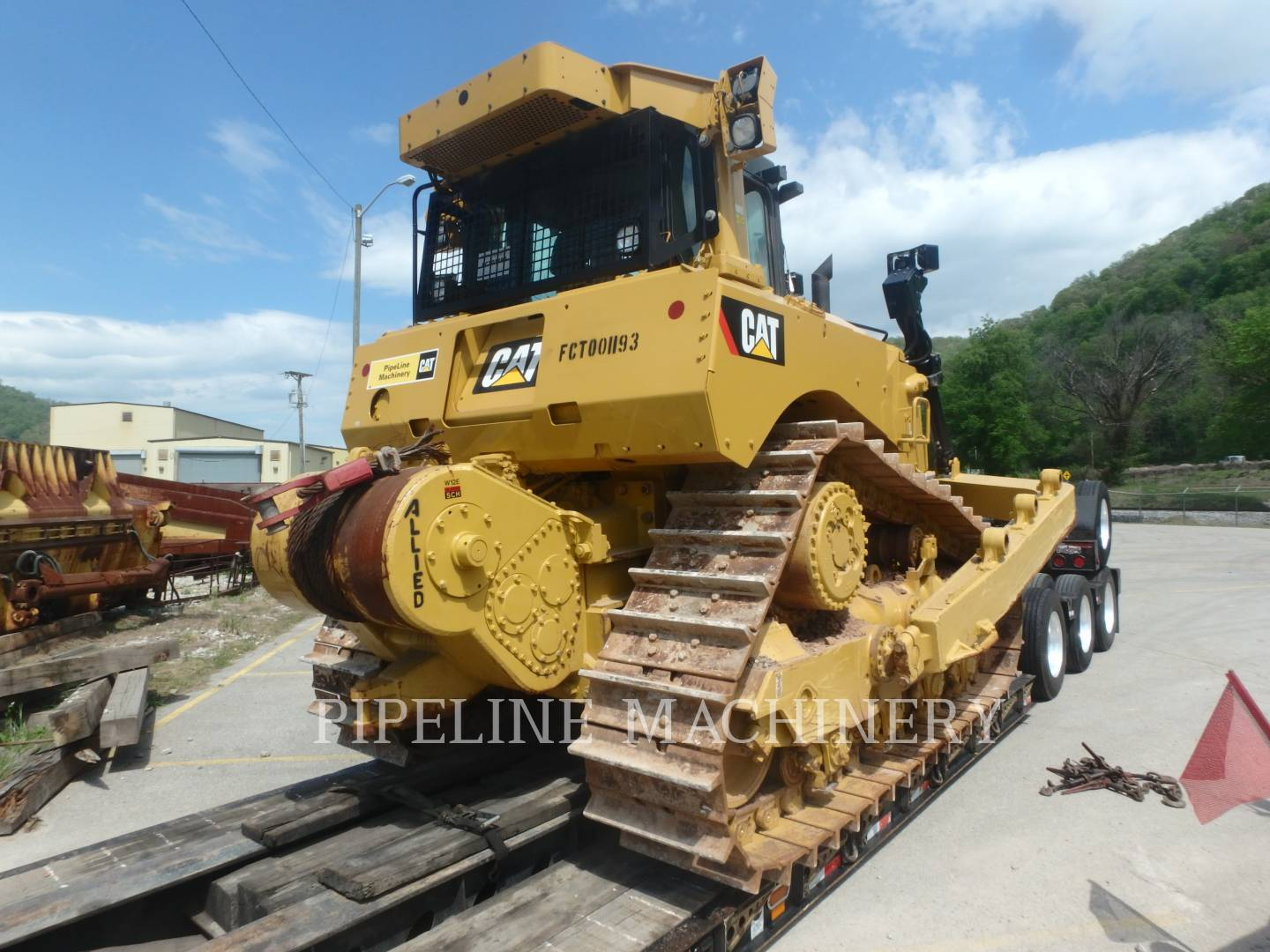 Detail photo of 2014 Caterpillar D8T from Construction Equipment Guide