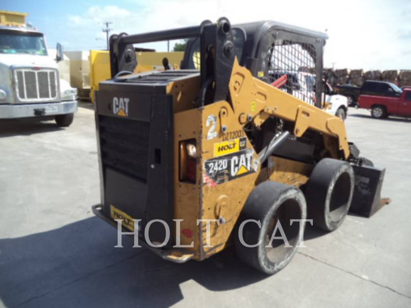 Caterpillar MINIÎNCĂRCĂTOARE RIGIDE MULTIFUNCŢIONALE 242D equipment  photo 4