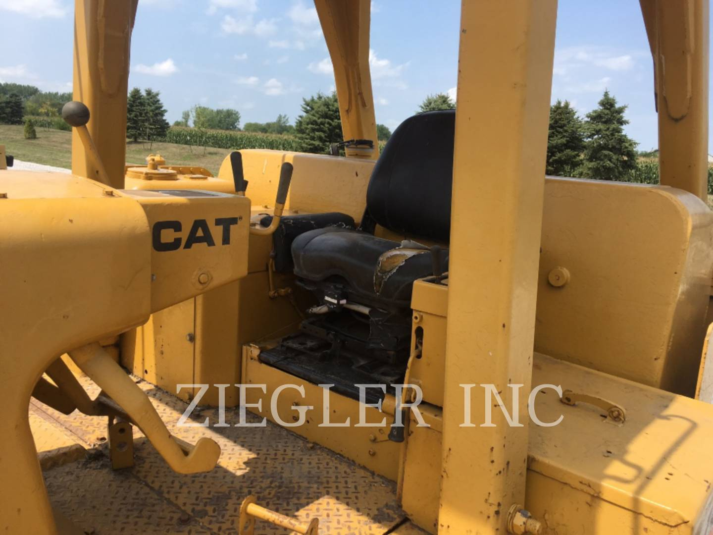 Detail photo of 1974 Caterpillar D8K from Construction Equipment Guide