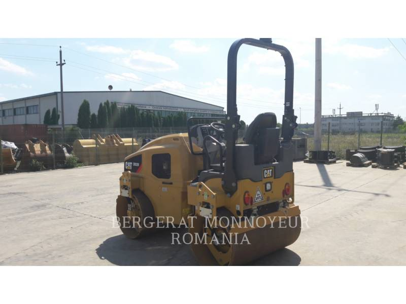 CATERPILLAR VIBRATORY DOUBLE DRUM ASPHALT CB32BLRC equipment  photo 2