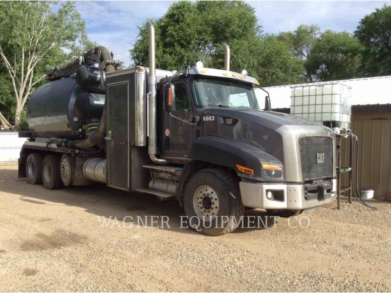 CATERPILLAR CAMIONS ROUTIERS CT660L equipment  photo 1
